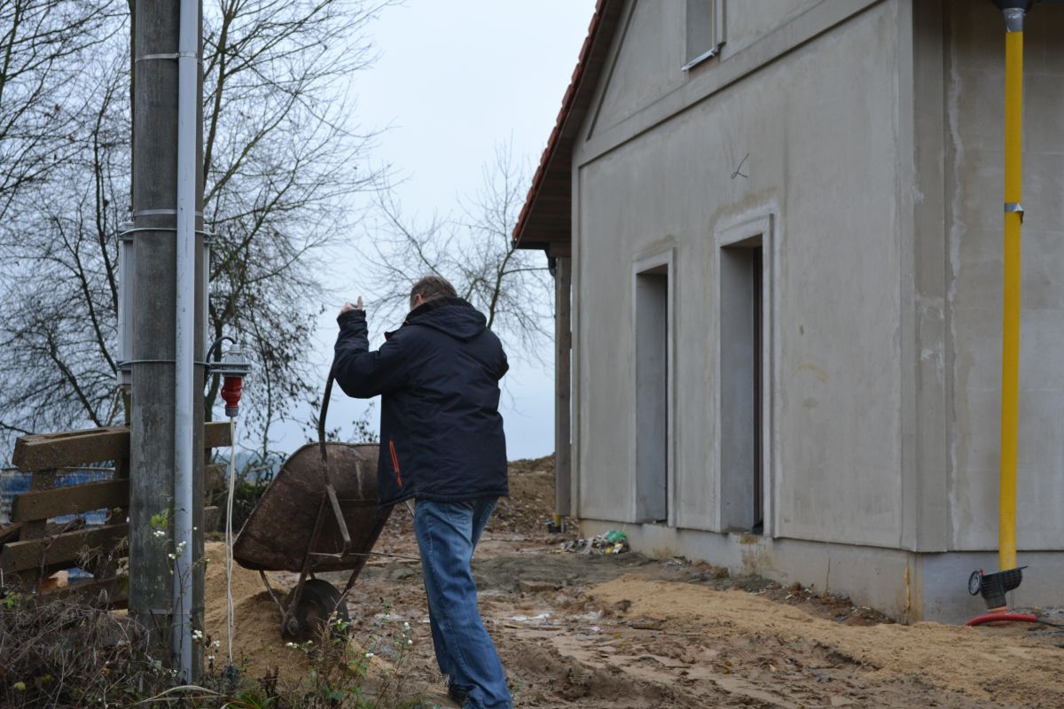 19_uklid_posku_po_betonu