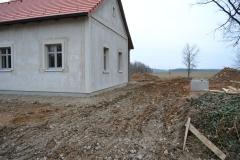 teren_pred_chalupou_studna