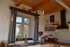 kuchyn_okno_zavesy_kanafas