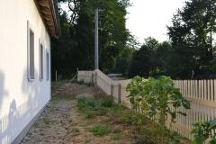 Předzahrádka za plotem