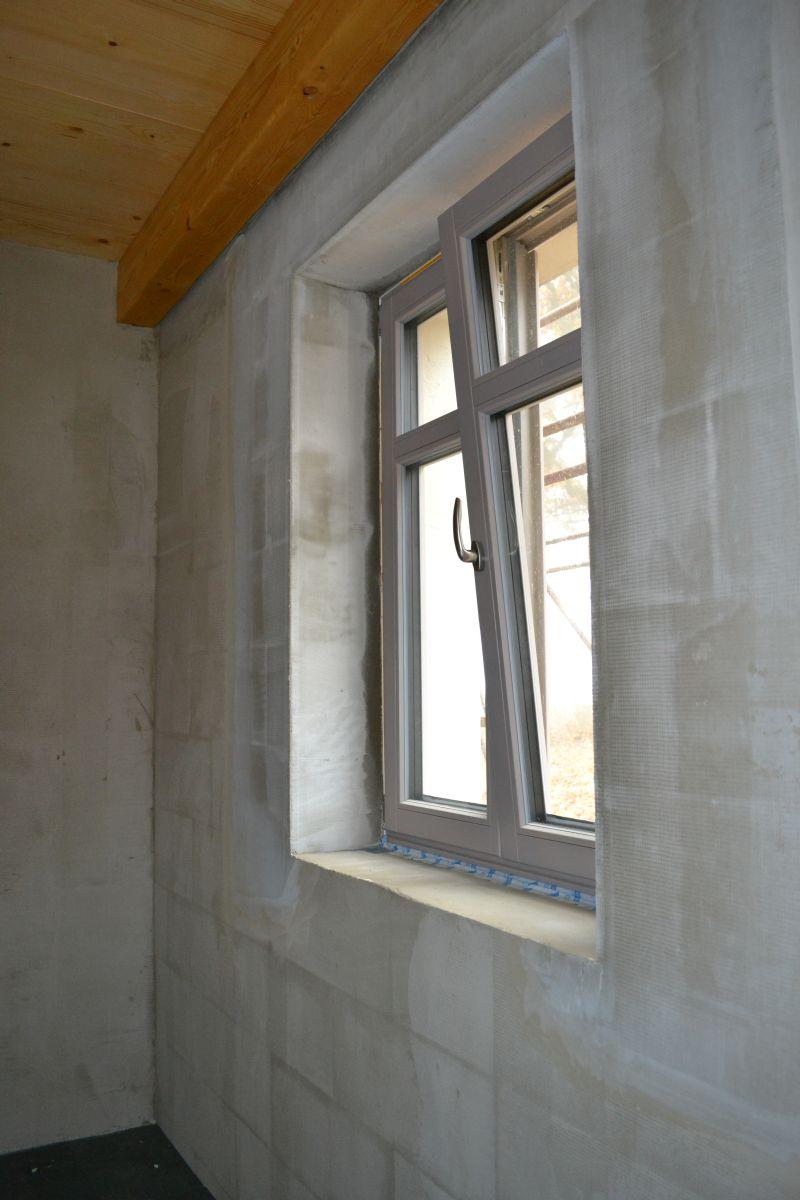 okno_hostovsky_pokoj