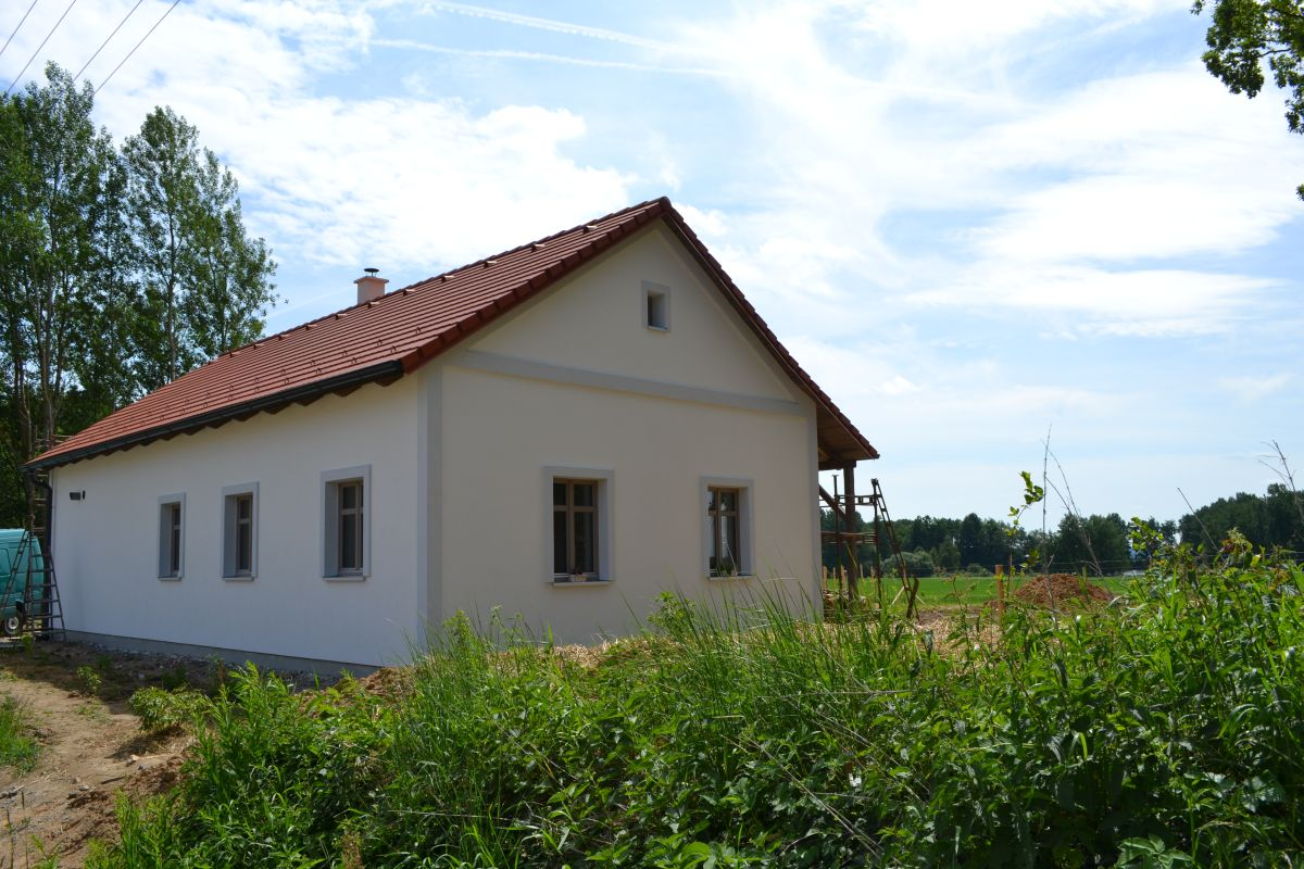 fasada_chalupy_s_omitkou
